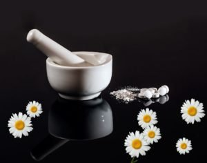alternative medicine vs modern medicine1-min
